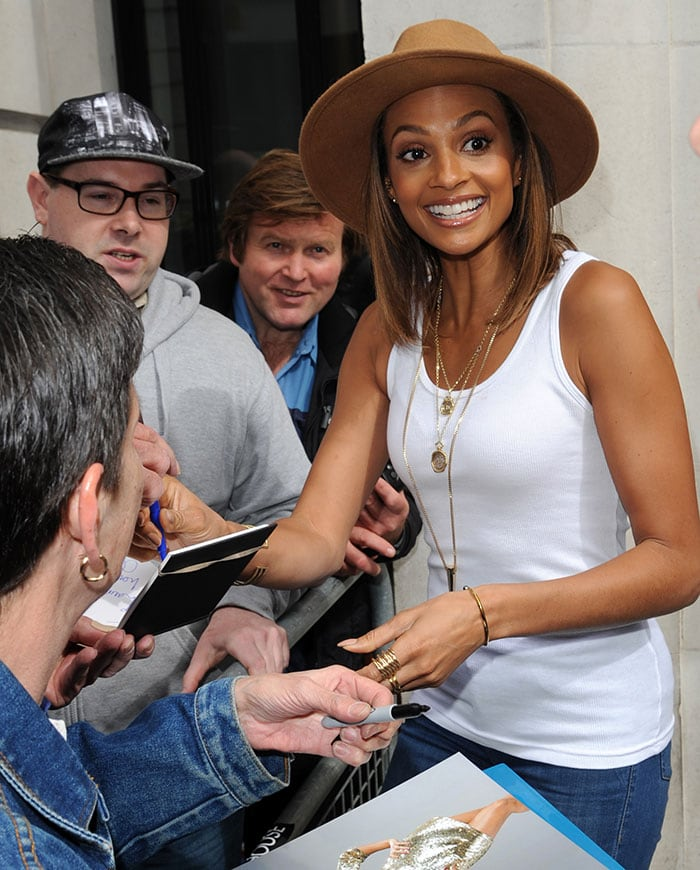 Alesha-Dixon-signs-autographs-outside-BBC-Radio-2-studios