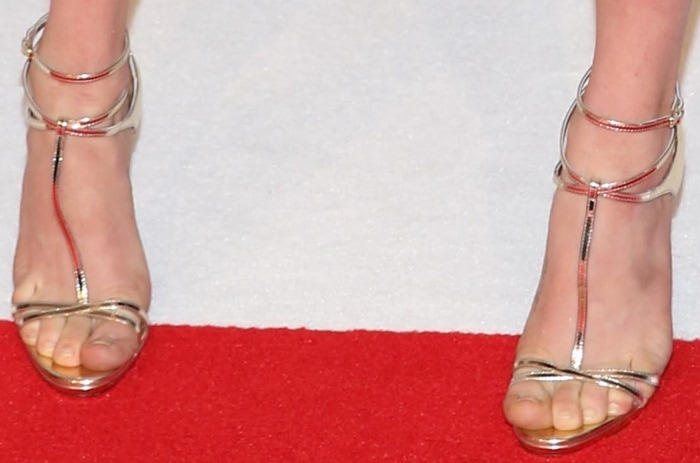 Amanda Seyfried tortures her toes in Christian Louboutin shoes