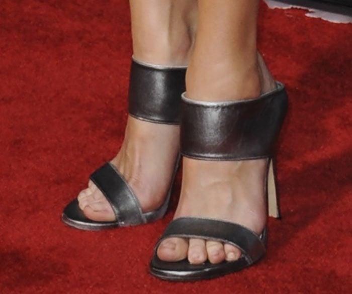Anna Faris wearingMyslide mule sandals
