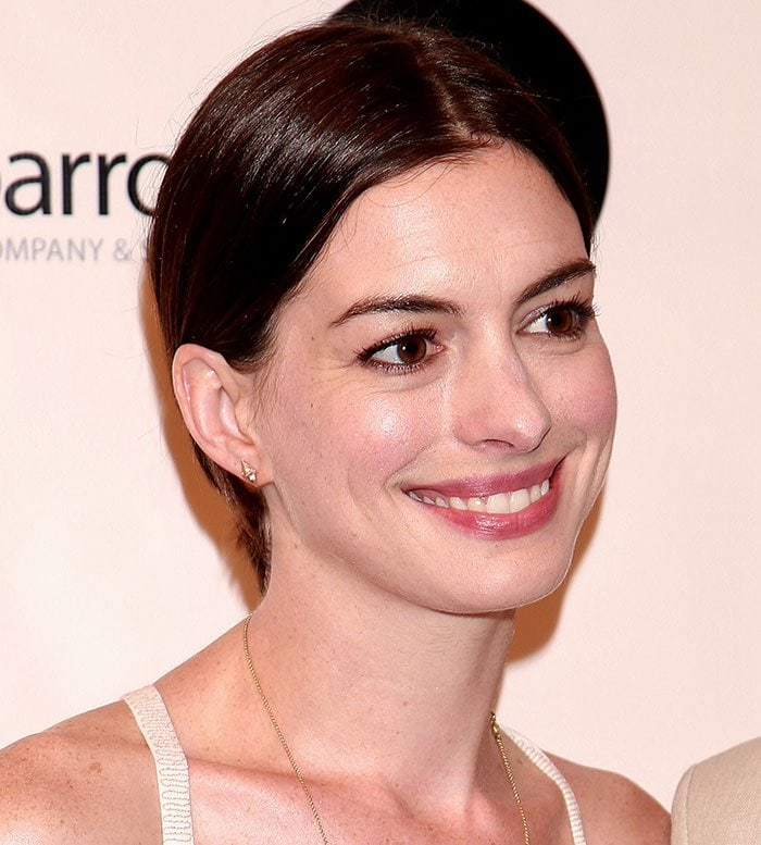 Anne Hathaway tied her hair back with an off-center parting