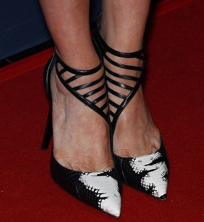 Brittany Snow reveals toe cleavage in Eyelash shoes