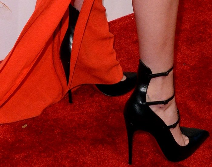 Kendall Jenner rocksToerless Muse pumps