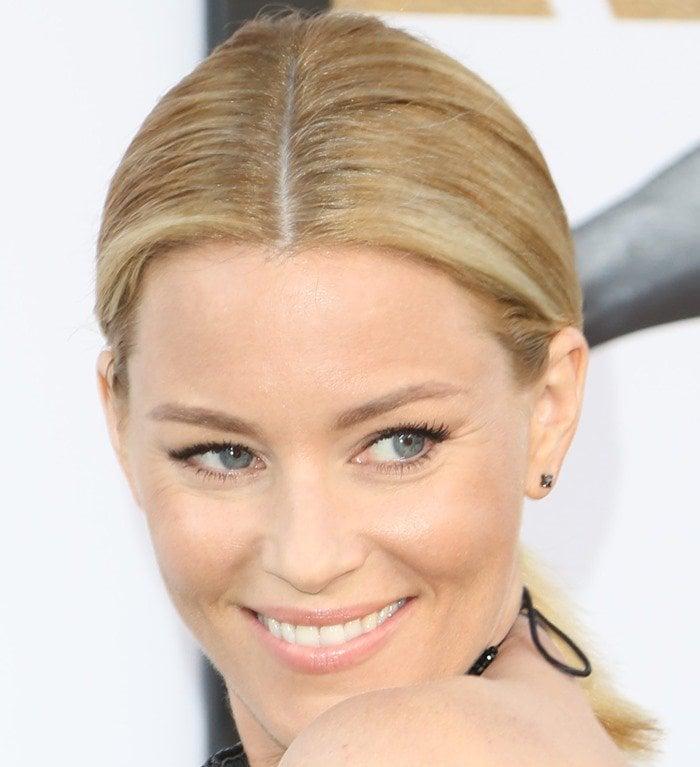 Elizabeth Banks wears Eva Fehren earrings