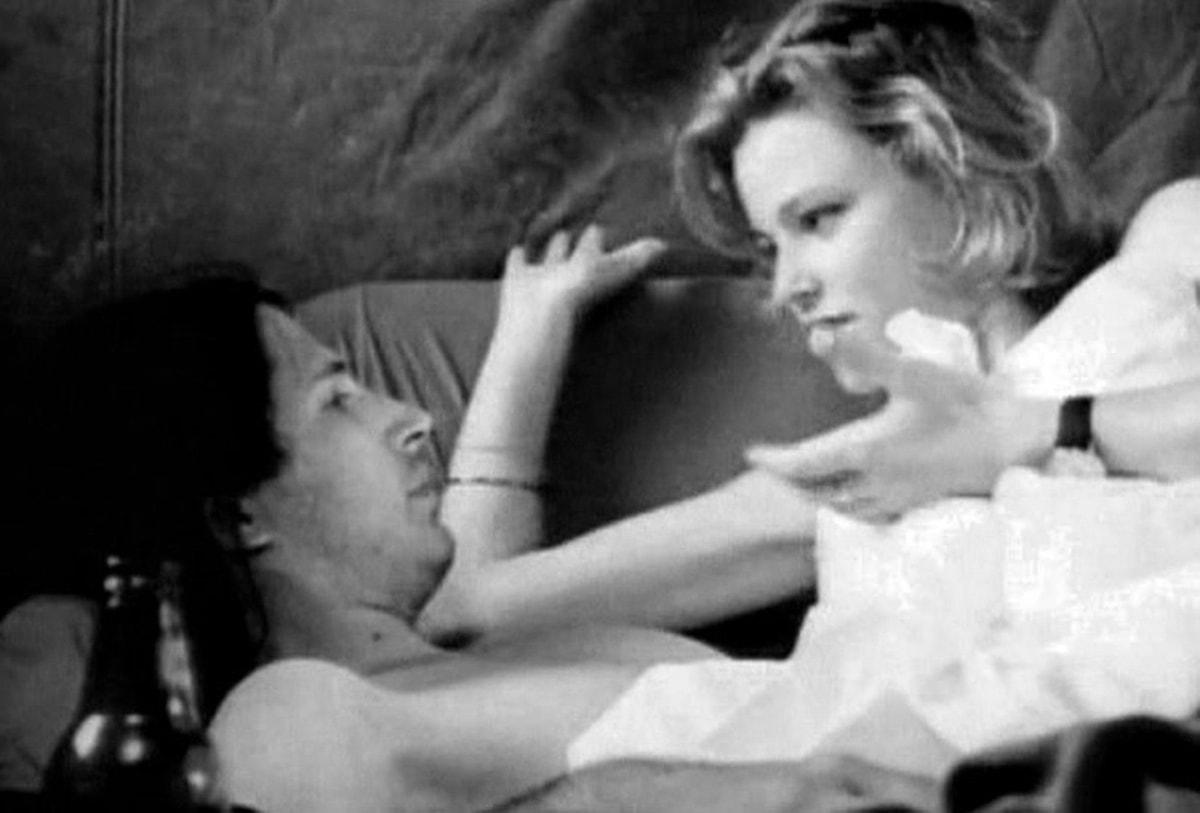 Elizabeth Banks made her acting debut in the black and white 1998 independent film Surrender Dorothy
