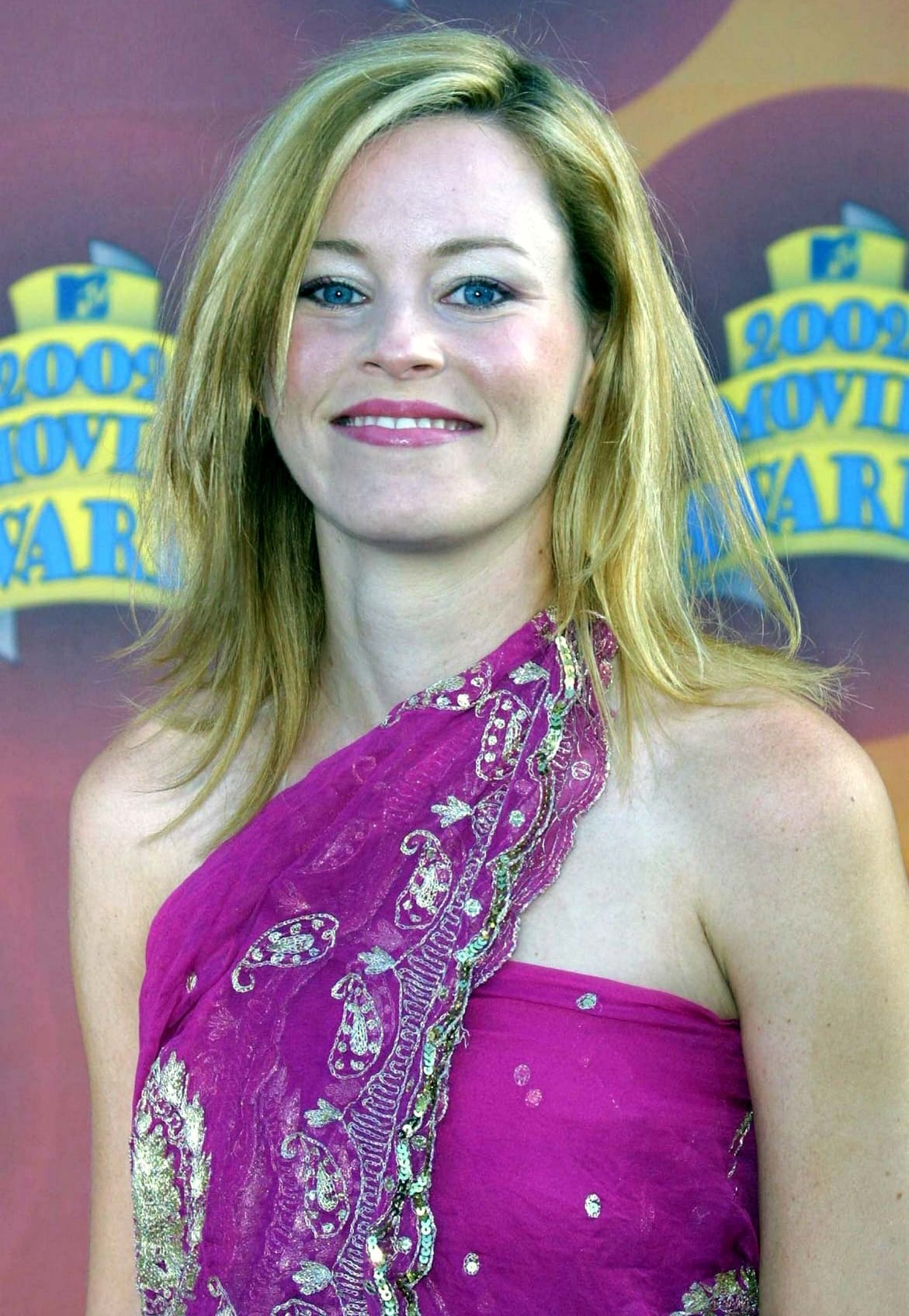 Actress Elizabeth Banks attends the 2002 MTV Movie Awards