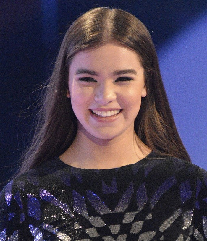 Hailee Steinfeld's effortlessly tousled hairstyle