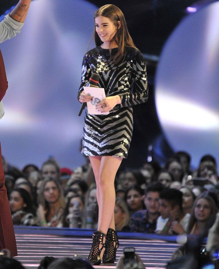 Hailee Steinfeld flaunts her legs at the 2015 MuchMusic Video Awards (MMVAs)