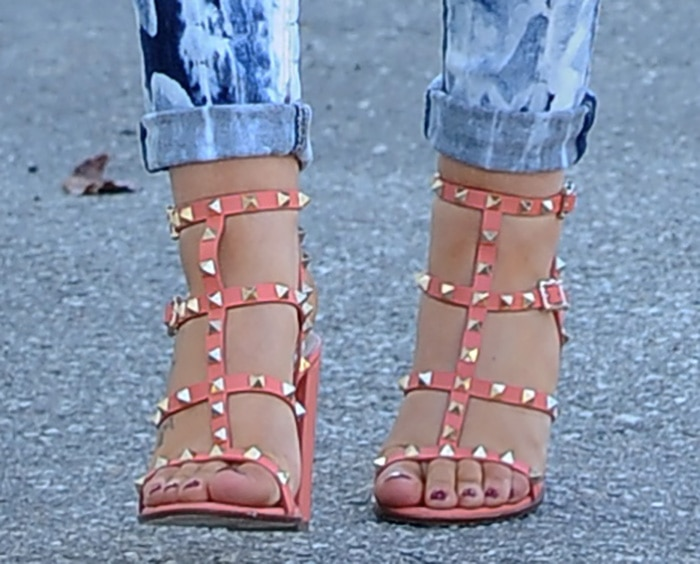 Iggy Azalea's sexy feet in coral leather Valentino sandals