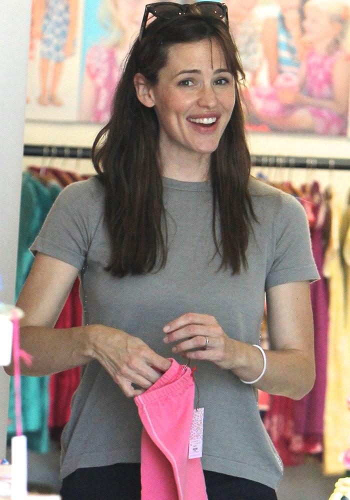 Jennifer Garner flashing her adorable dimples
