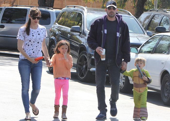 Ben Affleck and Jennifer Garner take their children to the Farmers Market