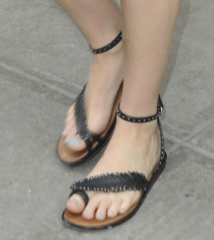 Jennifer Lawrence's sexy toes in Beach flat sandals by Coach