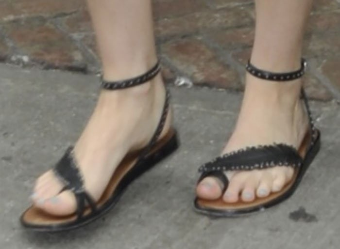 Jennifer Lawrence's hot feet in Coach flat sandals