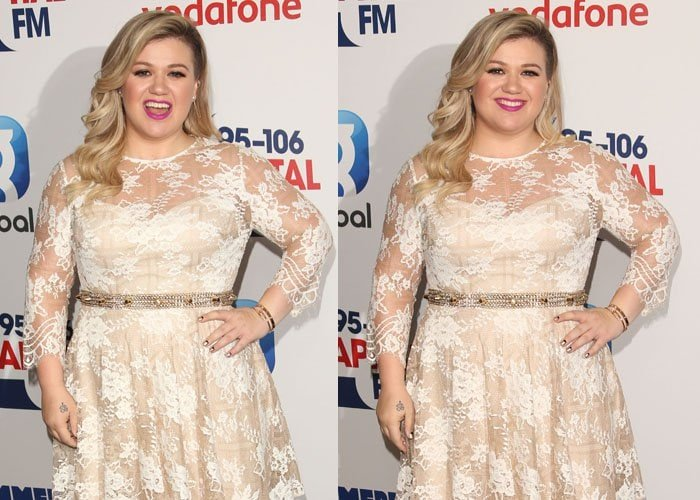 Kelly Clarkson styled her white lace dress with a metallic belt