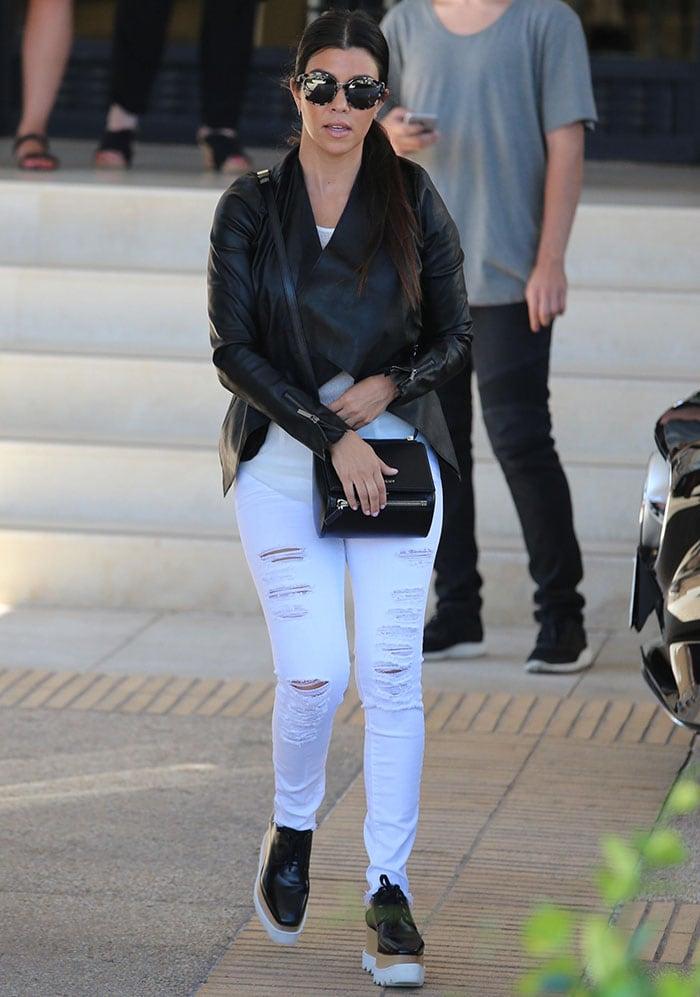 Kourtney Kardashian rocks ripped white skinny jeans from Frame Denim