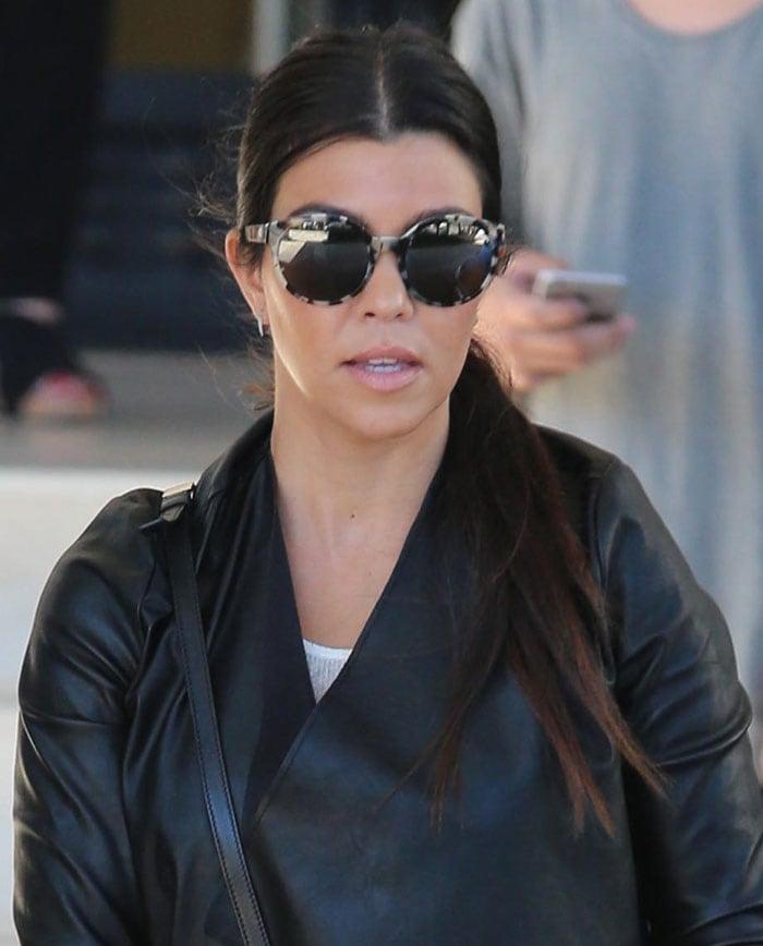 Kourtney Kardashian's oversized sunglasses