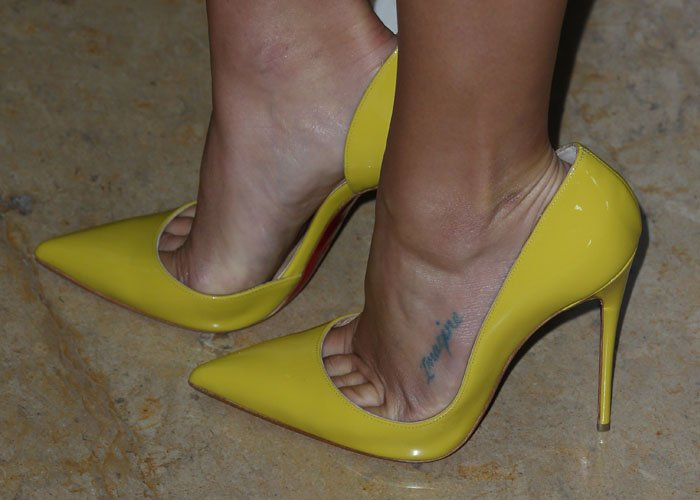 Lea Michele reveals toe cleavage inyellow Pigalles from Louboutin