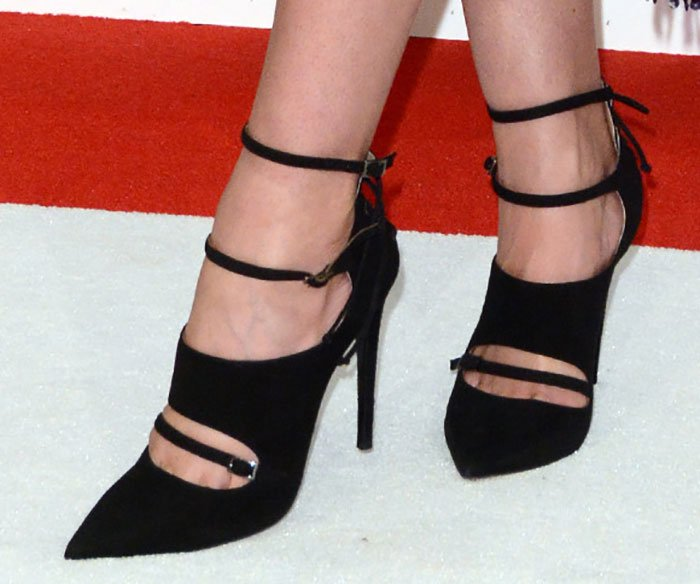 Lily Aldridge's sexy feet in Tabitha Simmons pumps