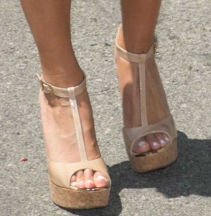 Maria Menounos put her toes on display in Pela wedges by Jimmy Choo