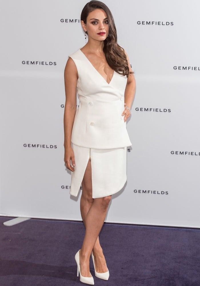 Mila Kunis flaunts her legs in a structured white dress by Antonio Berardi