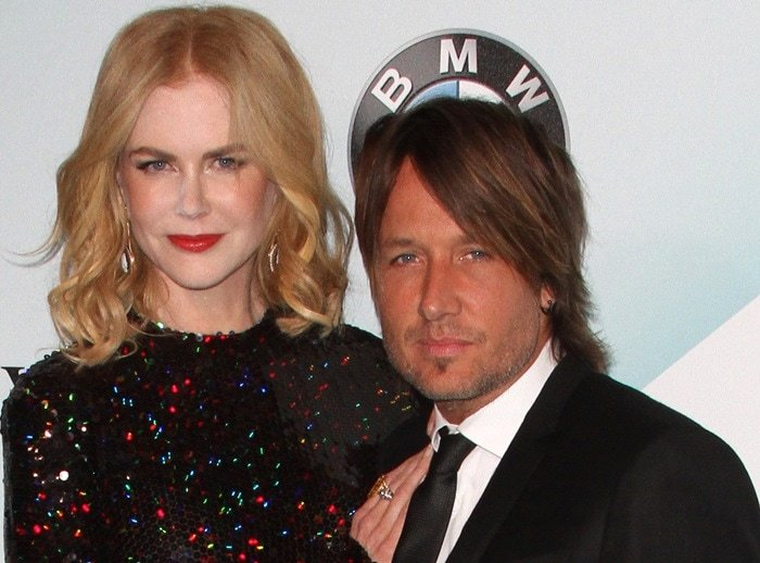 Nicole Kidman'sforehead, cheeks and nose were literally plastered with pale powder