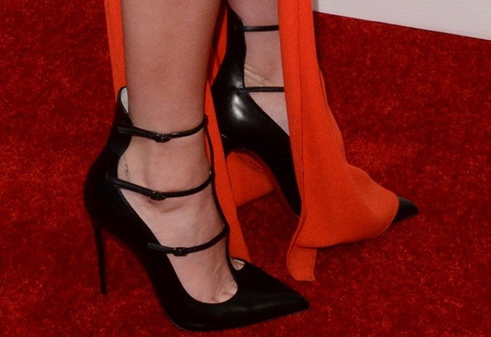 Kendall Jenner shows off her feet intriple-strap pointy-toe pumps