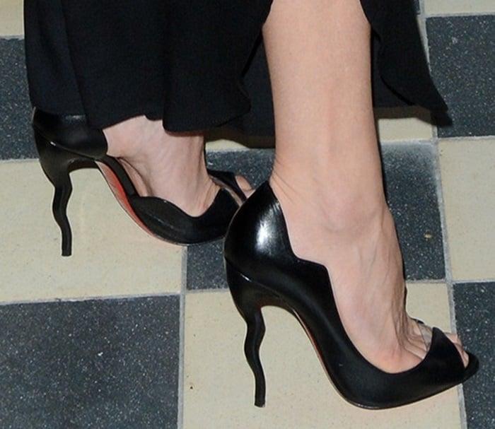 Kate Hudson's black wavy pumps from Christian Louboutin