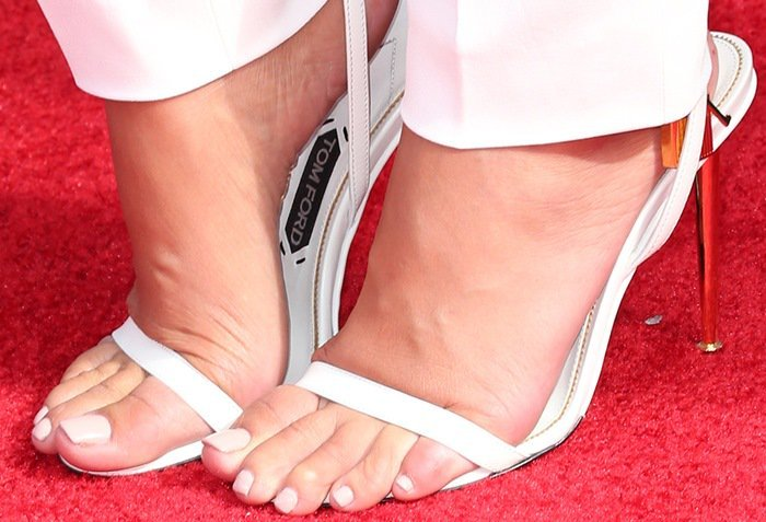 Amber Rose's feet scratching the red carpet
