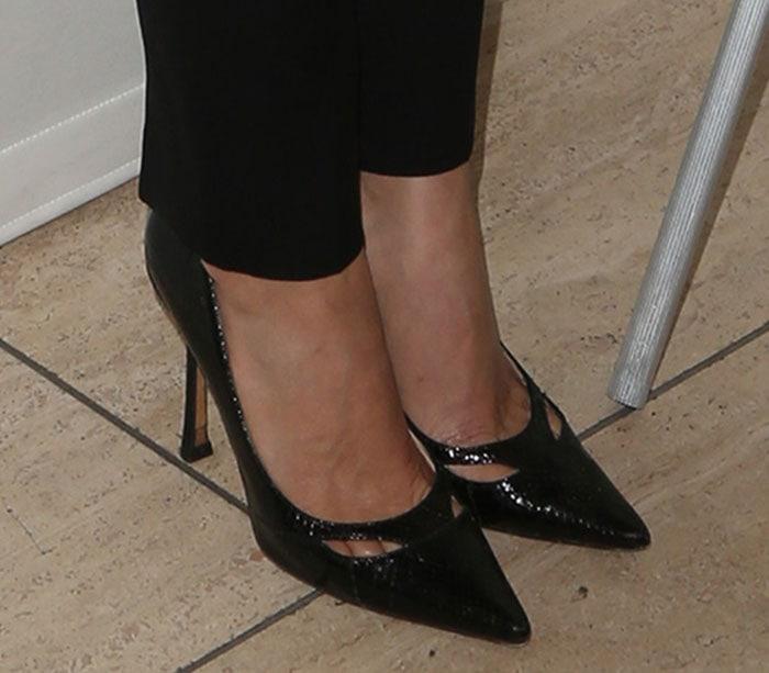 America Ferrera's shows off her sexy feet in black pumps