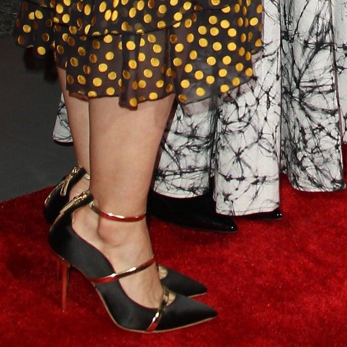 America Ferrera's hot feet in Robyn 100 black satin pumps by Malone Souliers