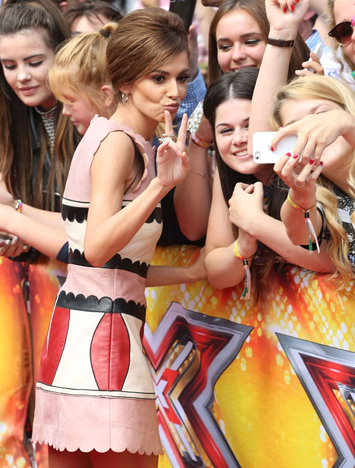 Cheryl Fernandez-Versini posing for photos with her fans