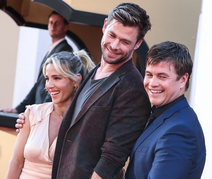 Chris Hemsworth with his wife Elsa Pataky and his brother Luke Hemsworth