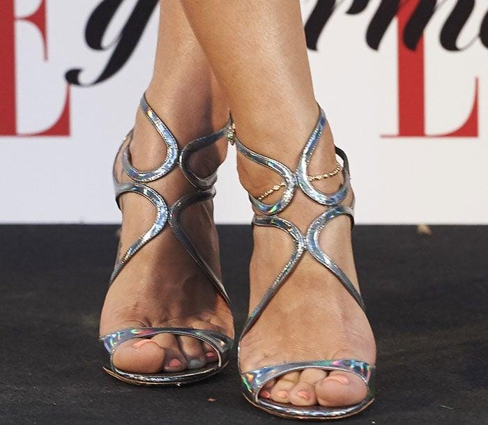 Elsa-Pataky-Jimmy-Choo-silver-wavy-sandals