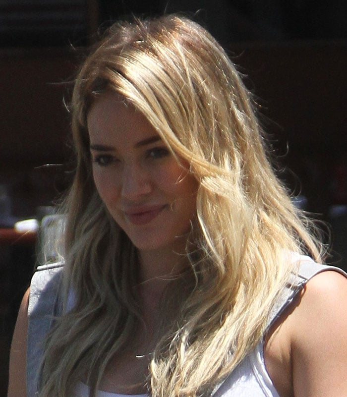 Hilary Duff wore her blonde hair down in an unfussy hairstyle