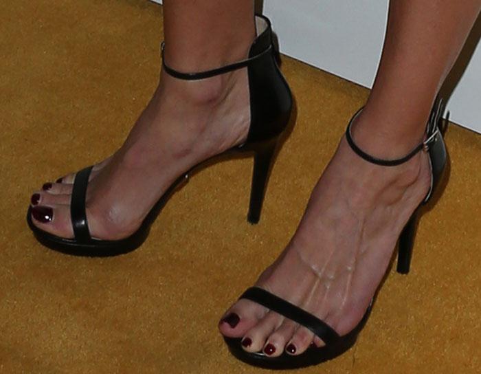 Hilary Swank's sexy feet in Michael Kors sandals