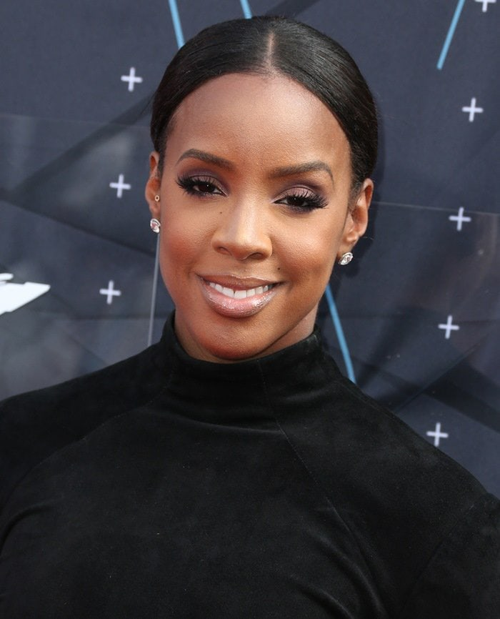 Kelly Rowland looked like a big black bird at the 2015 BET Awards