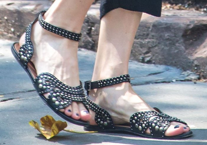 Liv Tyler's sexy feet in gorgeous studded flats from Alaïa