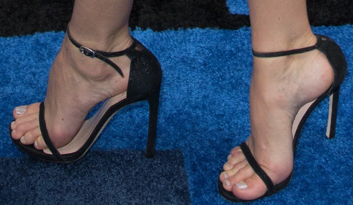 Michelle Monaghan shows off her sexy feet in black sandals
