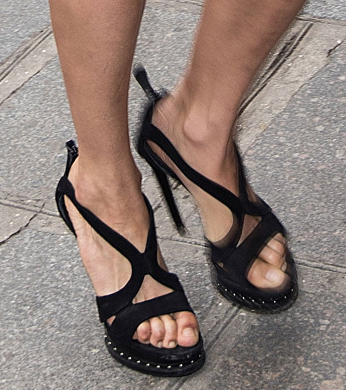 Michelle-Rodriguez-Alexander-McQueen-Studded-Armadillo-Sandals