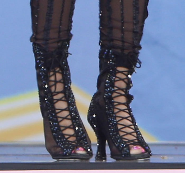 Nicki Minaj displayed her sexy toes in mesh lace-up sandals