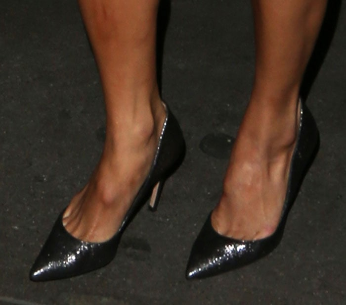 Nicole Scherzinger displayed toe cleavage in Gianvito Rossi shoes