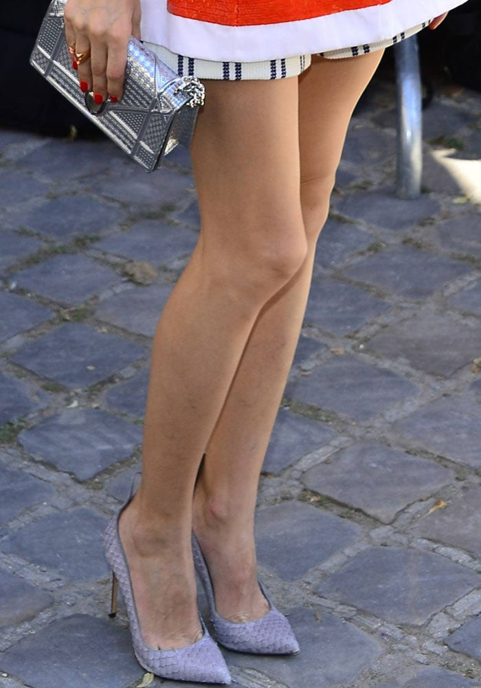 Olivia Palermo flaunted her sexy legs in Francesco Russo shoes