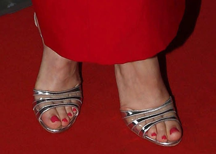 Rachel McAdams showed off her sexy feet in Gianvito Rossi sandals
