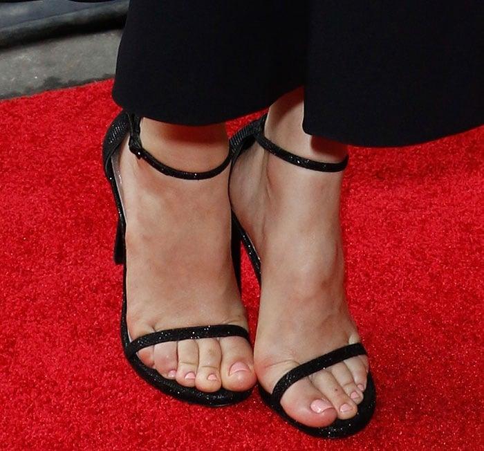 Rachel McAdams shows off her pedicure in Stuart Weitzman sandals