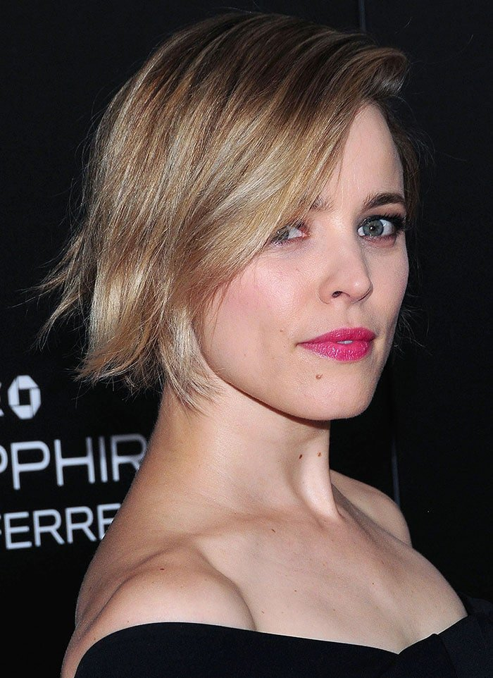 Rachel McAdams shows off her pink-toned makeup and blunt blonde bob on the red carpet