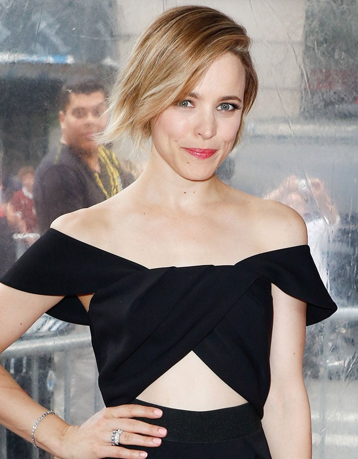 Rachel McAdams finishes off her classy black look with a few sparkling diamonds on her hands, wrists and ears