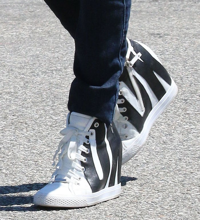 Rose McGowan rocks white DKNY high-top leather sneakers