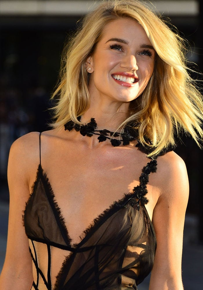 Rosie Huntington-Whiteley arrives at the Versace show at the Paris Haute Couture Fashion Week Winter 2015/2016 on July 5, 2015