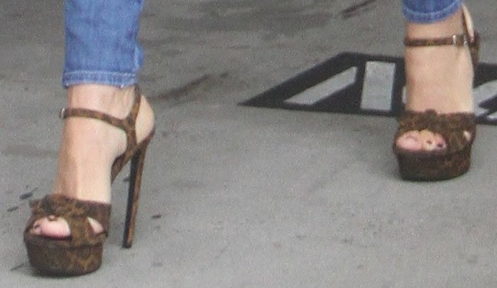Sofia Vergara's platform stilettos don't seem to be the most practical for running errands
