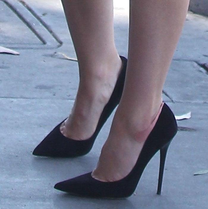 "Sophia Bush reveals toe cleavage in Jimmy Choo ""Anouk"" pumps"