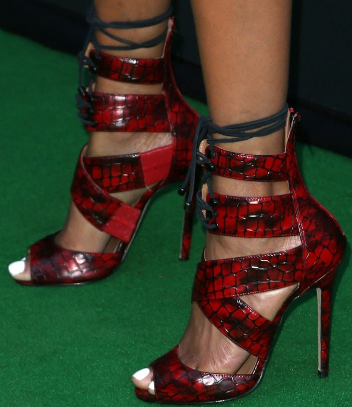 Tyra Banks' sexy feet in strappy red stilettos on the green carpet